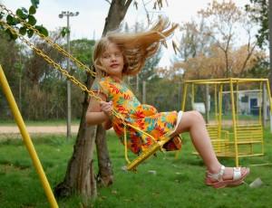 Little_girl_on_swing